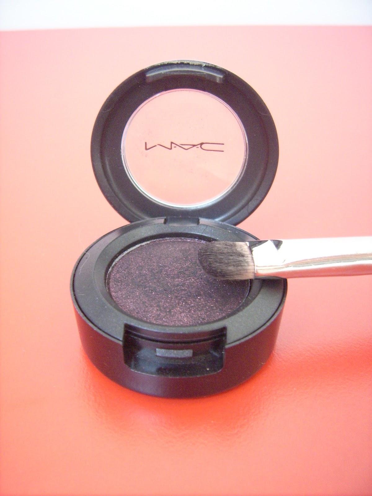 MAC eyeshadows Beauty marked, MAC eyeshadow brush 239