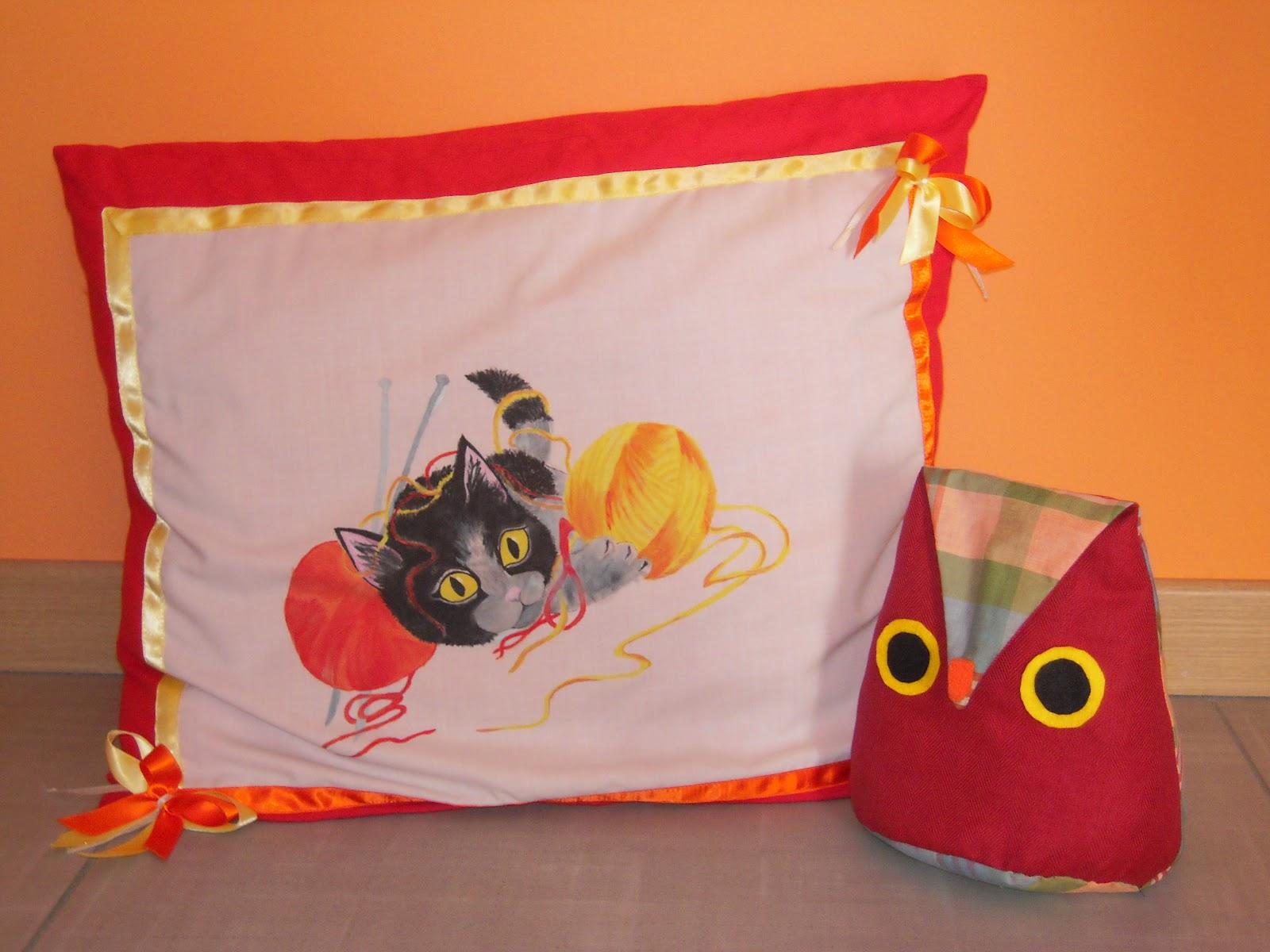 Fantasie di casa cuscini dipinti for Cuscini dipinti