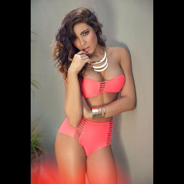 Erika Fernandez pantaleta rosa