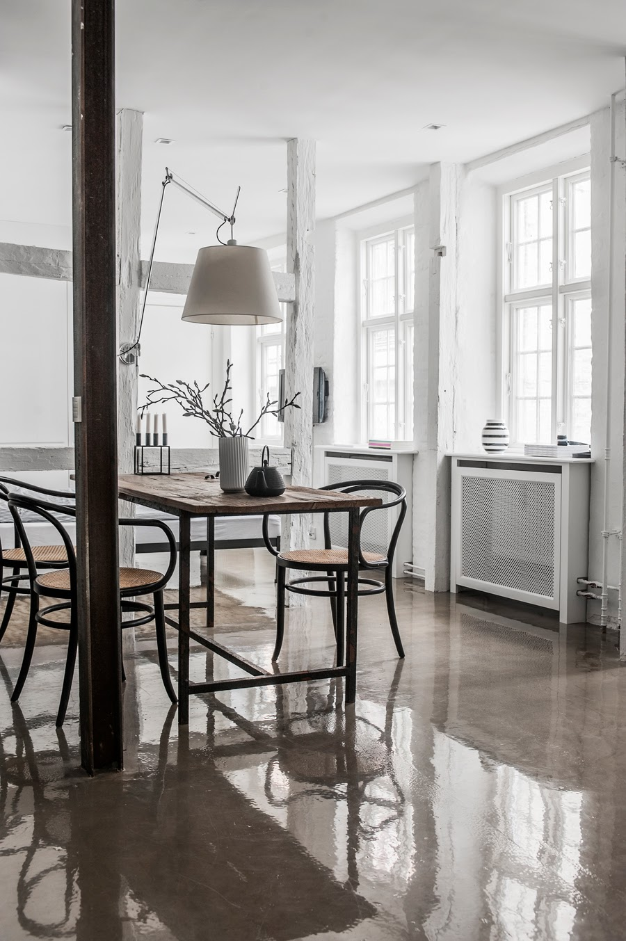 glossy shiny concrete floors in a dining room