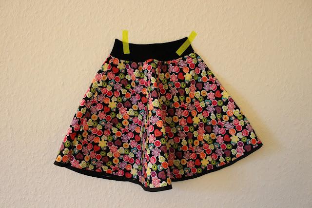 Nederdel med blomster DIY Barbie