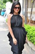Mishti Chakraborthy latest sizzling pics-thumbnail-18