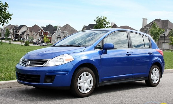 best car models all about cars 2013 nissan versa hatchback. Black Bedroom Furniture Sets. Home Design Ideas