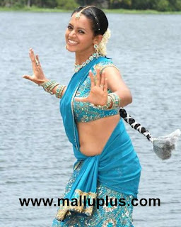South Indian Mallu actress Bhavana latest hot navel and cleavage show ...
