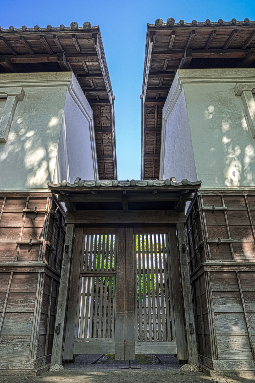 府中郷土の森博物館、田中家住宅(府中宿の大店)の塀のHDR写真