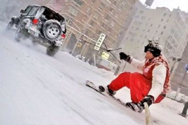 Watch This Guy Snowboarding Though The Streets Of New York.
