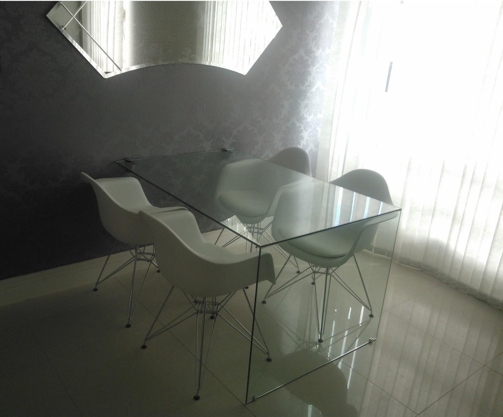 Sala Pequena Com Mesa De Vidro ~ sala+jantar+com+mesa+de+vidro+e+tecido+colado+na+paredejpg