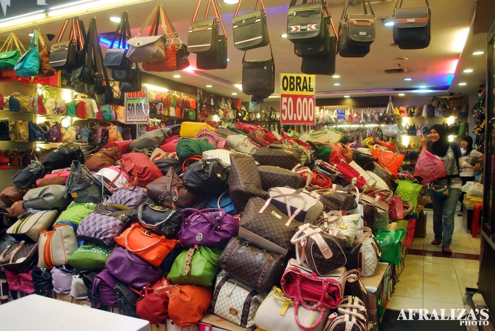 Ezi Kembara Pasar Baru Trade Centre Bandung