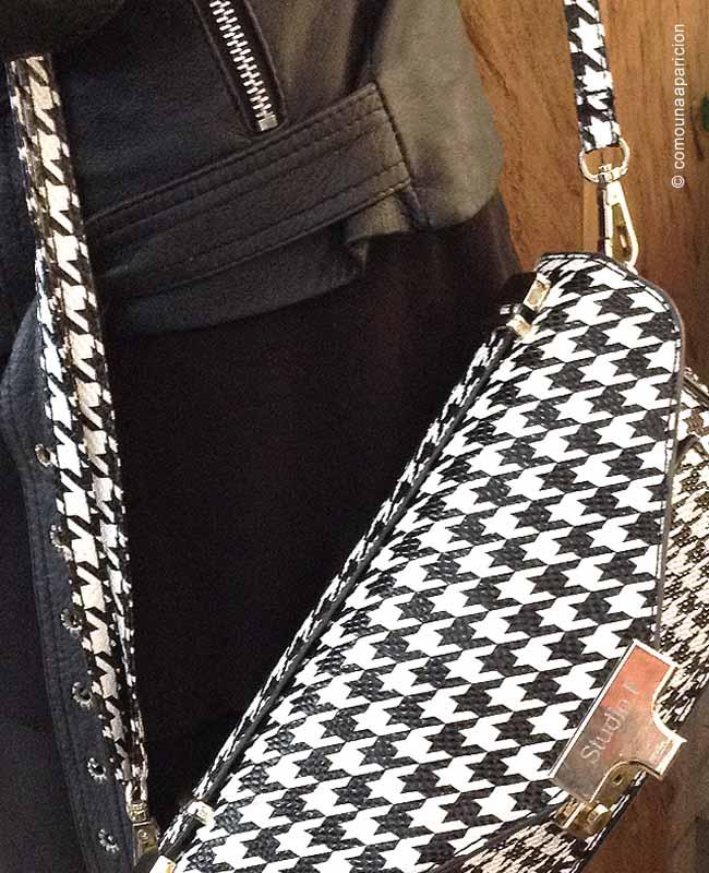 como-una-aparición-street-style-bags-black-&-white-pata-de-gallo-print-pied-de-coq-colombian-bloggers-accesories-fashion