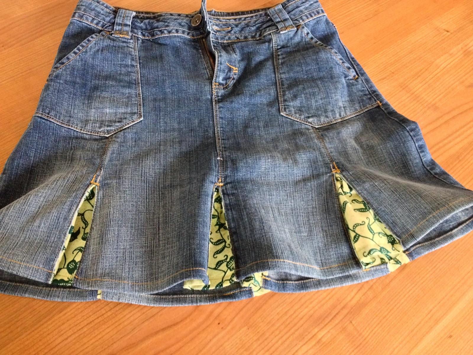 comment customiser une jupe en jeans how to upcycle a plain jeans skirt. Black Bedroom Furniture Sets. Home Design Ideas