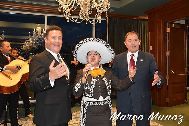 Yunuen Carrillo con el Gobernador de Utah y consul de México en SLC