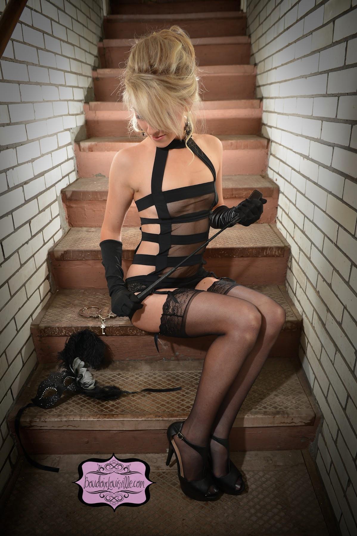 http://3.bp.blogspot.com/-nA5LZvSF7bc/UHwfsYUAgbI/AAAAAAAAJI0/QyP6phXEjD8/s1800/50+shades+of+gray+boudoir+photo+shoot+-+Boudoir+Louisville-7.jpg