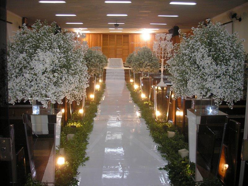 decoracao casamento gypsophila:Na foto abaixo, ela é usada bem tradicional, com direito á igreja