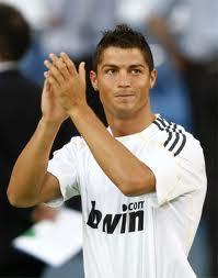Cristiano Ronaldo saluta il Kosovo
