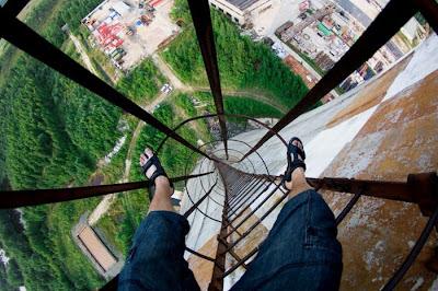 foto ketinggian yang menakutkan [duniaq-duniamu]
