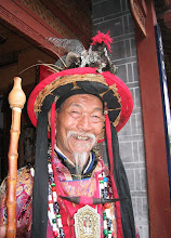 En av Yunnans Dongba-sjamaner