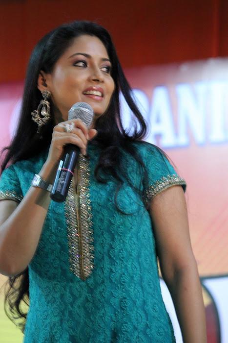 pooja in panimalar college photo gallery