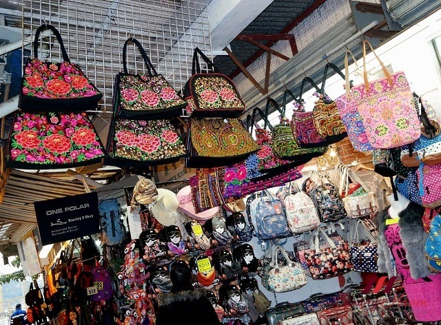 hong kong stanley market shopping ladies bags