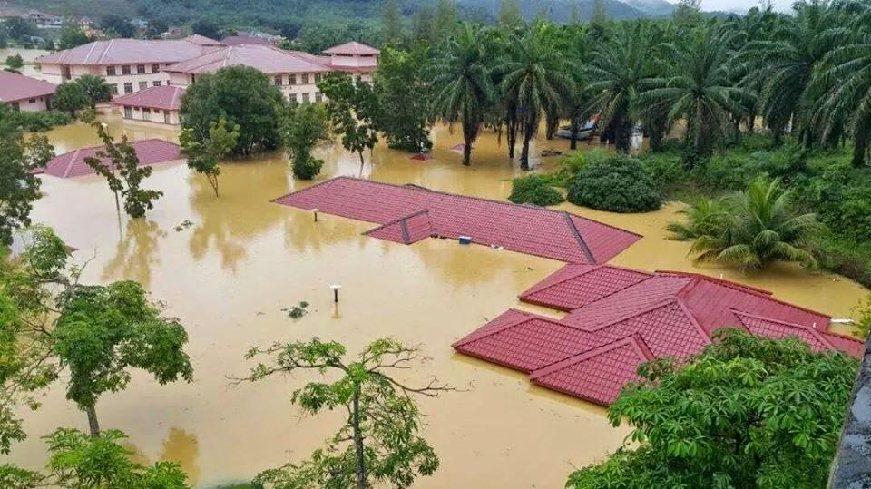 Gambar Sekolah di Kelantan yang tenggelam