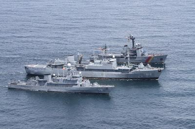 El ARC Nariño, el ARC buenaventura y el ARC Valle del Cauca, unidades mayores pertenecientes a la Fuerza Naval del Pacífico.