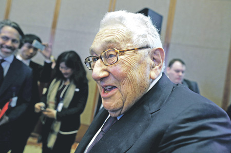 Kissinger: The goal of the US is a break up of Russia