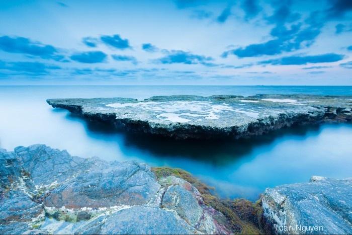 Bãi đá kỳ vĩ tựa như tảng băng trôi - Ảnh: Tuấn Nguyễn