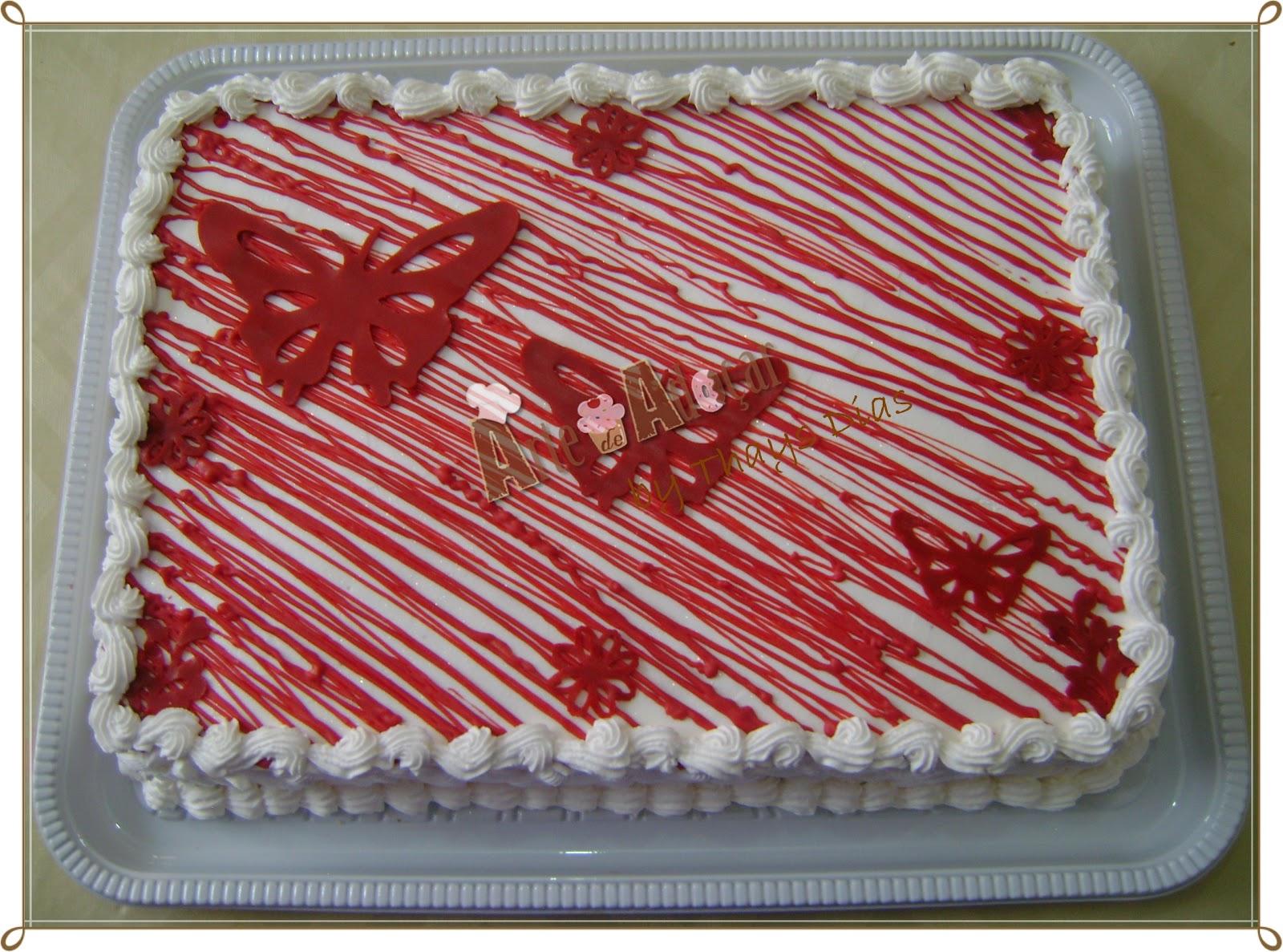 Arte de adoar bolo borboletas vermelhas bolo de baunilha com recheio de doces de leite e nozes decorado com chantily e confeiro em acar altavistaventures Image collections
