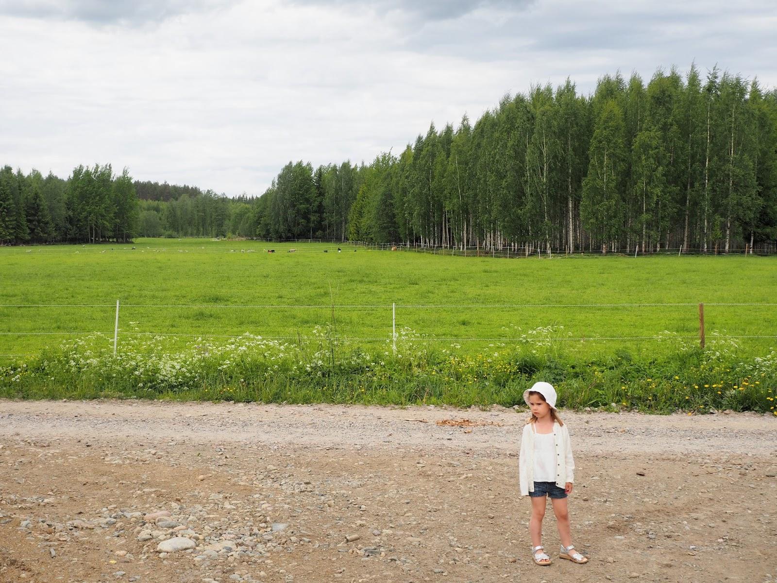 loving white Ihana Hämeenlinna