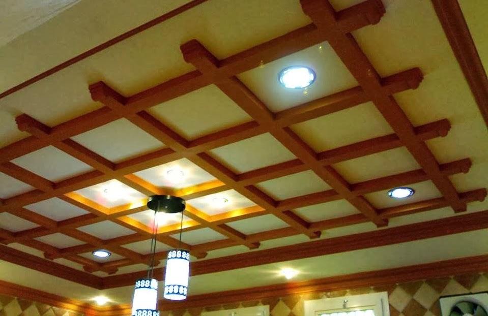 Salon marocaine moderne plafond marocain pour d coration for Faux plafond platre et bois
