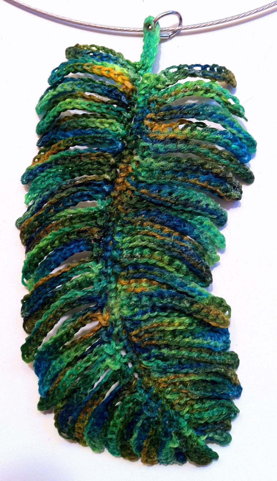 Crochet Pattern For Peacock Feather : Regina Rioux: Crocheted Feather Pendants