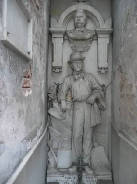 10 Very Unusual Graves That You Should See
