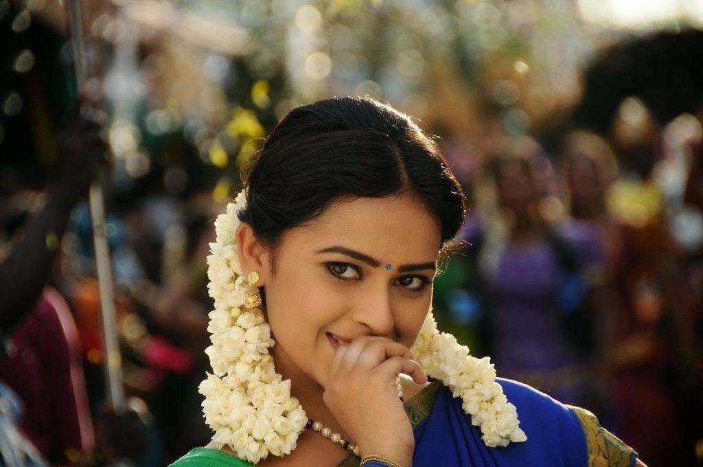 Sri Divya cute in half saree-HQ-Photo-1