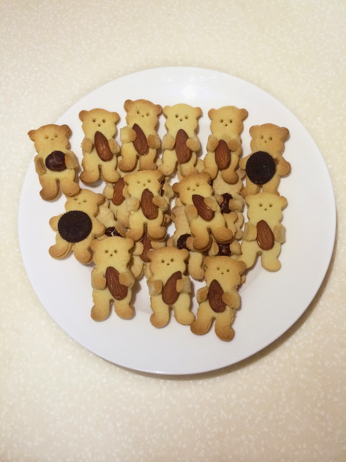 that I saw a post from 9gag about really cute bear hugging nut cookies ...