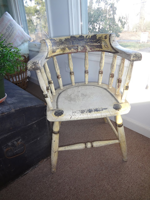 Heir And Space Windsor Chairs And Benches