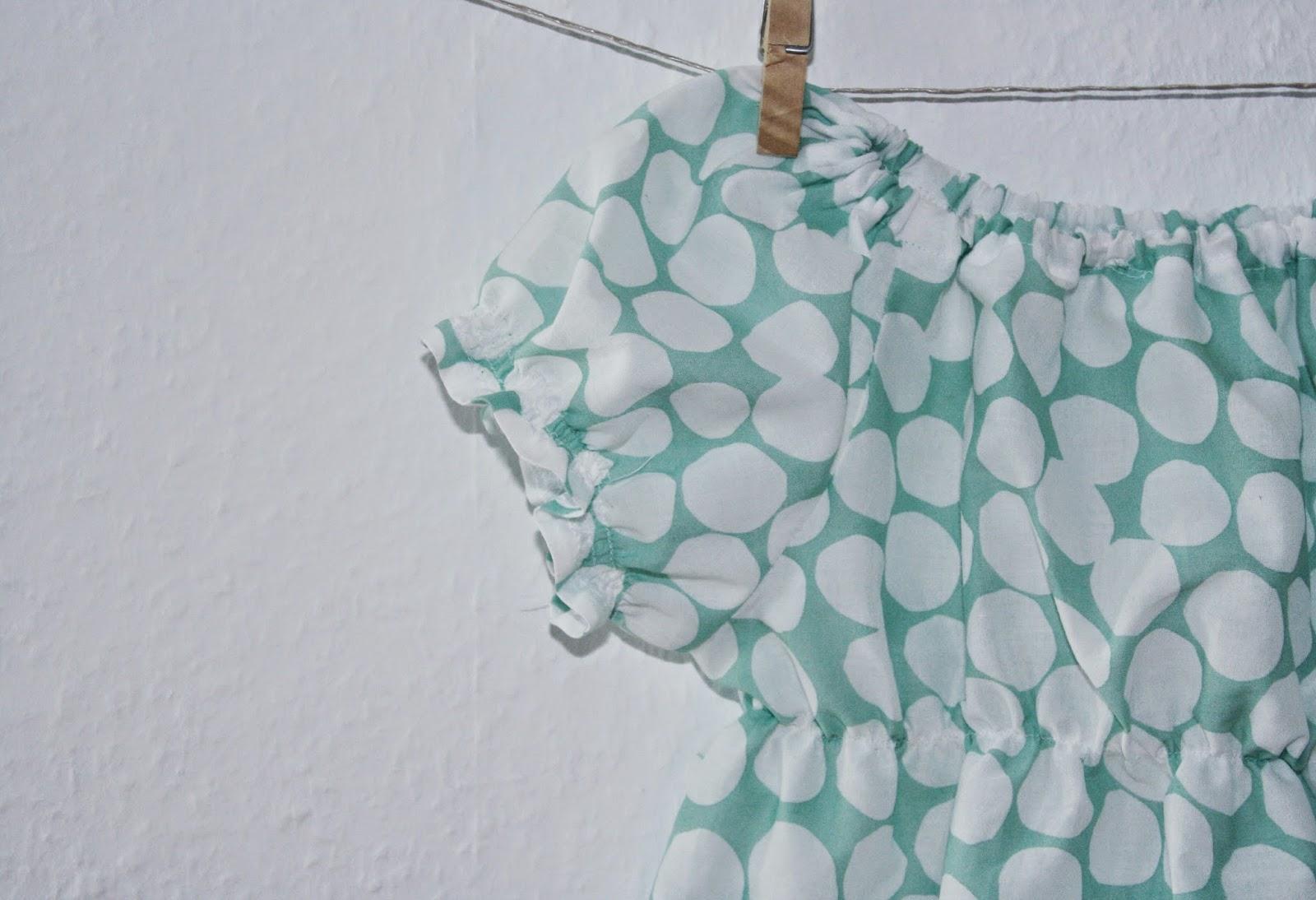 Kleid für Kinder mit Reglanärmeln gesmokt