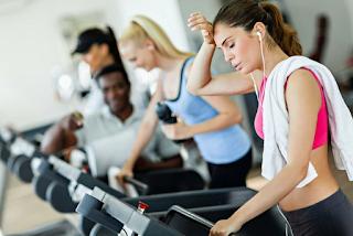 Como o exercício excessivo pode causar transtornos alimentares?