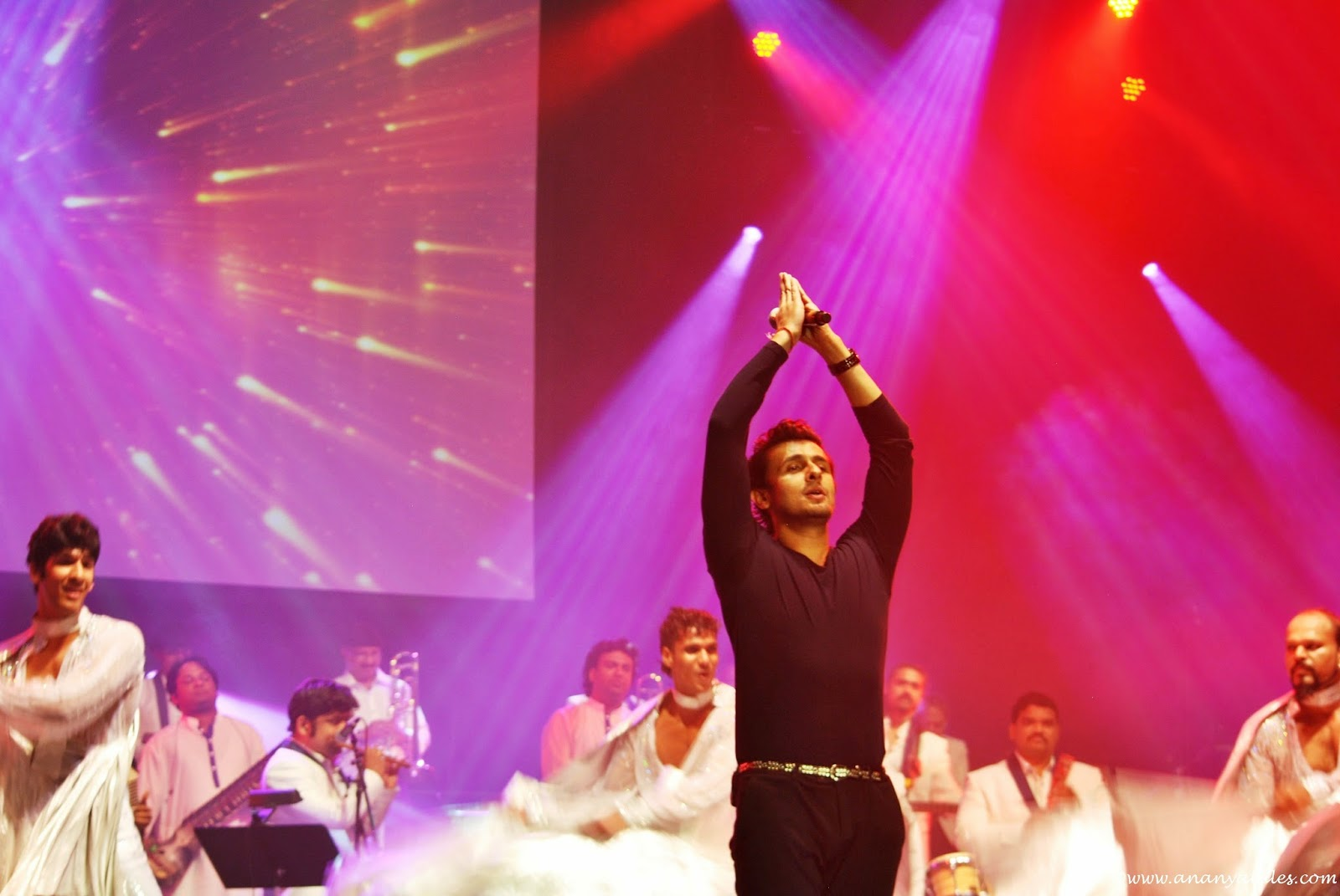 sonu nigam stage performance, sonu nigam in usa concerts, seattle indian events, sonu nigam in seattle