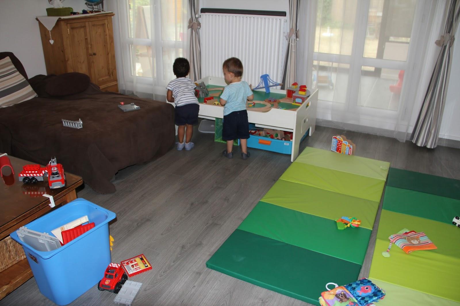 assistante maternelle a bretigny sur orge quelques photos. Black Bedroom Furniture Sets. Home Design Ideas