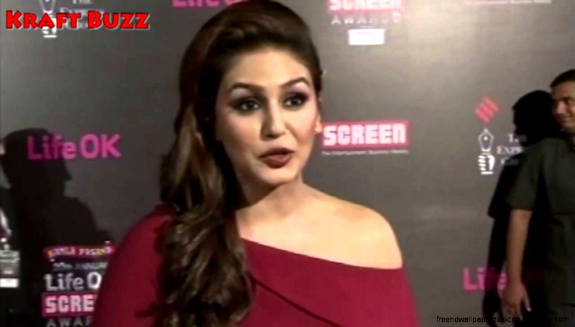 Huma Qureshi At Screen Awards   YouTube