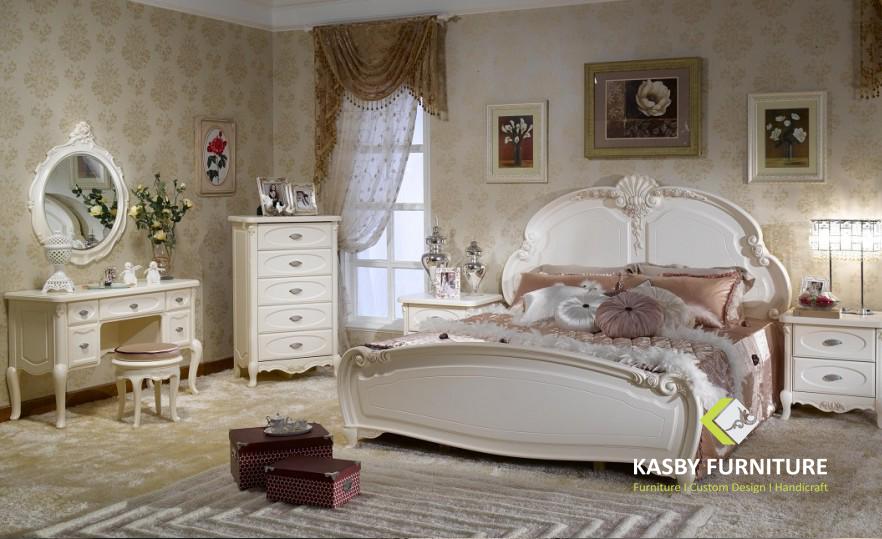 Set Tempat Tidur Mewah Vintage Elegan set bedroom ini terdiri dari Dipan, 2 nakas, Dresser Drawer + Cermin, Meja konsul + cermin.   selain desain yang simple dan mengikuti trend yang berkembang . set bedroom ini cocok untuk apartement, hotel maupun villa . set bedroom   yang kami sediakan variabel dari yang ukiran, minimalis dll.Untuk melihat model set bedroom atau tempat tidur yang lain silahkan lihat disini. Kami juga menerima pesanan custom made atau desain dari pembeli. kami akan membantu untuk merealisasikan keinginan anda.