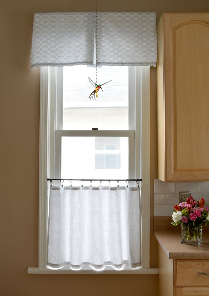 cozy birdhouse | kitchen valance and cafe curtain