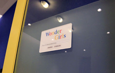 Google Wonder Girls Sign
