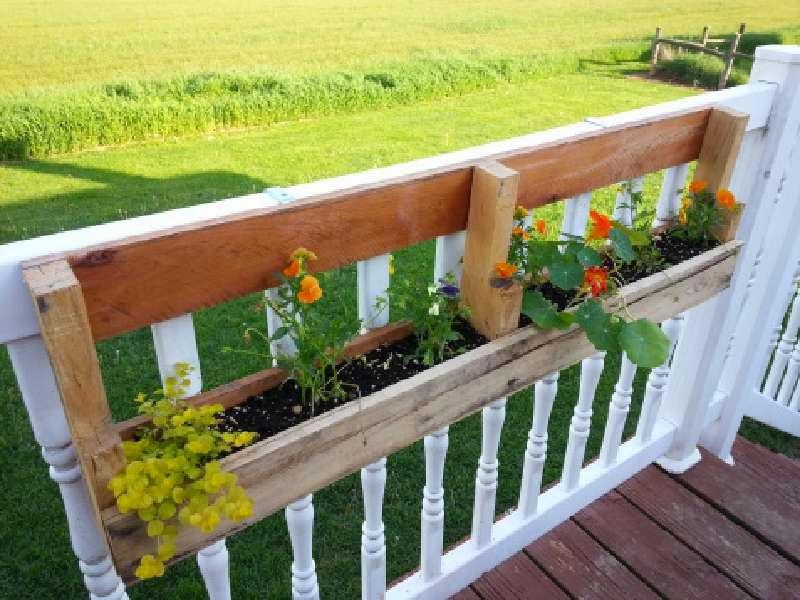 una opcin es plastificar el interior de la jardinera para que as os dure mucho ms tiempo finalmente slo nos queda llenar tierra y plantas nuestras