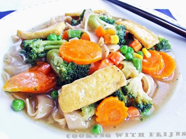 Rad Na: Noodles with Tofu in Thick Gravy