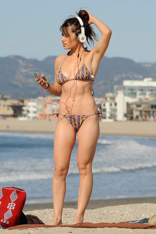 http://3.bp.blogspot.com/-nDug3geQHF8/TuYBHI_6BbI/AAAAAAAAG1U/i1luoODQxAg/s1600/Sarah-Shahi-Bikini-on-beach-in-Santa-Monica+%288%29.jpg