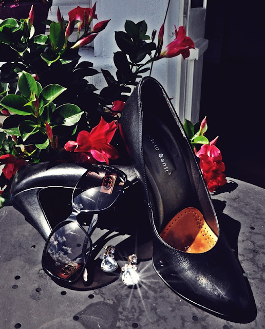Italian Style Accessories: Gucci glasses, black pumps & sparkling jewellery