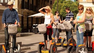 Una forma de hacer senderismo urbano sin apenas cansarse: usando Segway