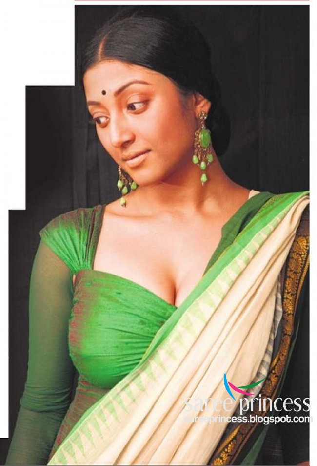 Chatrak Mushrooms Actress Bengali Bombs Paoli Dam In A Totally