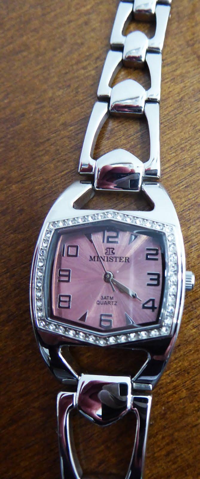 Reloj de acero, esfera rosada con piedras