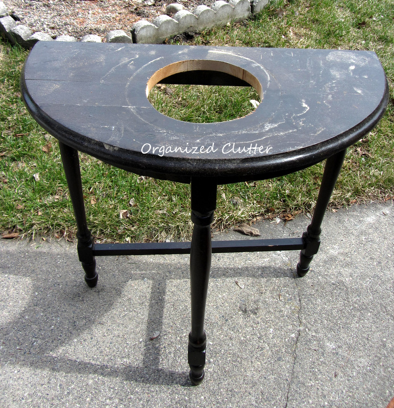 Covered Patio Planter Table www.organizedclutterqueen.blogspot.com